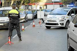 La policía sorprende en un control a una pareja con una catana y un punzón tras una pelea en Palma