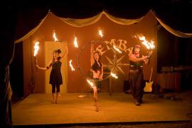 Acrobacias y malabarismos en el Circo S'Embat