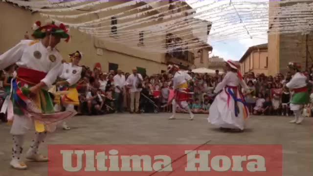 Las danzas de los Cossiers deleitan a los 'algaidins' y honoran a Sant Jaume
