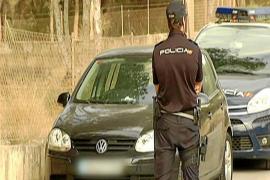Localizan el coche robado por los dos falsos policías, pero ni rastro de los 297.000 euros
