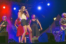 Lorena Ares recibió el Micrófono de Oro Latino arropada por Alcúdia