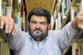 Sebastià Bennasar reivindica «la novela de aventuras» en el libro 'Cants de sirena negra'