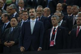 Proponen multas de 66.000 euros al Barça y de 18.000 al Athletic por la pitada al himno en la final de Copa