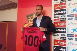 El Real Mallorca presenta al central argentino Aveldaño