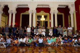 Armengol garantiza el apoyo del Govern al programa «Vacaciones en paz»