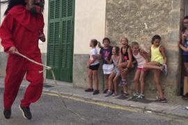 El dimoni de Vilafranca enciende las fiestas de la Beata