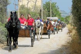 La tradición de 'anar en carro' a Cala Marçal exhibe su fuerza tras más de dos décadas