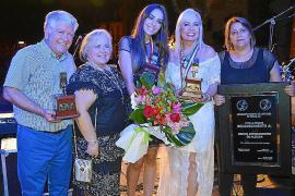 Entrega del Micrófono de Oro Latino a Lorena Ares en Alcúdia
