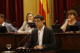 El Parlament valida la suspensión de licencias a grandes superficies