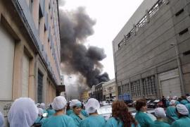 Arde la nave de la empresa de pesca congelada Freiremar en Vigo
