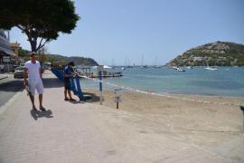 Cierran la playa del Port de Andratx ante un posible vertido