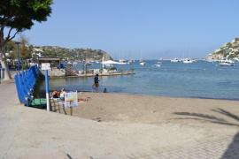 Reabren la playa de Andratx cerrada por un posible vertido