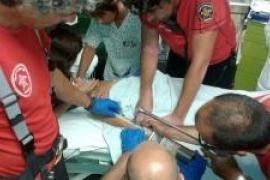 Los Bombers de Mallorca rescatan a un niño atrapado en una piscina