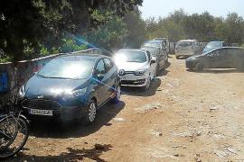 Los coches invaden Cala Varques