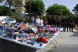 La Policía Local incauta 3.886 artículos procedentes de la venta ambulante en la Platja de Palma