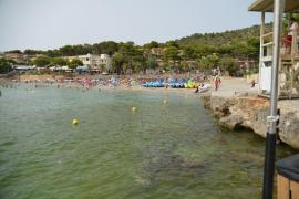 Indignación en Sant Elm por la suciedad y el mal olor de las aguas de sus playas