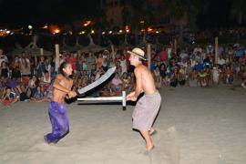 Miles de personas disfrutan en Sant Elm de la 'batalla' entre moros y cristianos