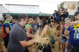 Centenares de personas viven la fiesta del Embala't en Sencelles