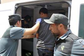 Repatrían a los 13 inmigrantes que llegaron a Cala Figuera