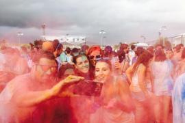 Sant Llorenç celebra el Festival Holi