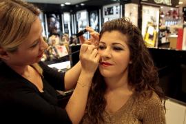 Las mujeres españolas gastan de media anualmente 803 euros en tratamientos y productos de belleza