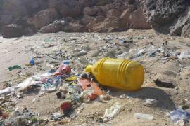 El GOB avisa de que la contaminación por plástico del mar «requiere acciones internacionales»