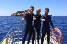 Álex González, David Bisbal y Jesús Calleja practican submarinismo en Mallorca