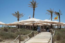 El restaurante de Formentera defiende sus precios