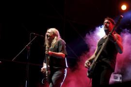 El rock de pico y pala de Rosendo agita el recinto Son Fusteret
