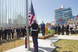 La bandera de Estados Unidos vuelve a ondear en La Habana después de 54 años
