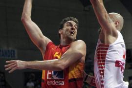 España gana a Polonia con un juego coral