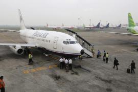 Desaparece un avión indonesio con 54 personas en la zona de Papúa