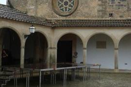 Cae parte del campanario del santuario de Monti-Sion en Porreres tras alcanzarle un rayo