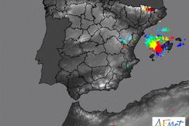 Caen unos 4.000 rayos en las últimas seis horas en Balears