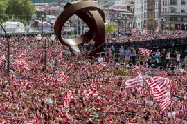 Una marea rojiblanca recibe en Bilbao al Athletic campeón