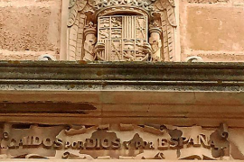 Llucmajor hablará con el Bisbat para retirar el escudo franquista de la iglesia