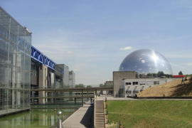 Un incendio provoca importantes daños en la Ciudad de las Ciencias de París