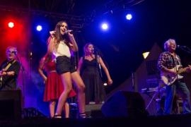 Varios artistas cantan en una velada musical en Felanitx
