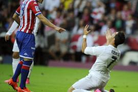 El Real Madrid se atasca en El Molinón