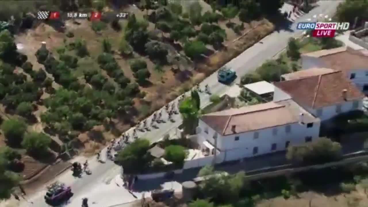 Vincenzo Nibali, expulsado de la Vuelta por remolcarse en el coche del equipo