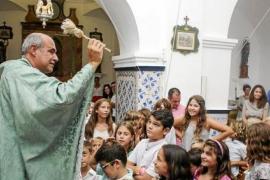 Bendición de niños en Sant Agustí