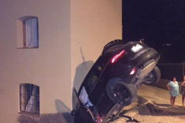 Un conductor borracho se empotra contra una casa en Sant Josep de Sa Talaia