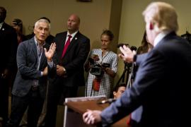 Donald Trump echa de su rueda de prensa a un conocido periodista hispano