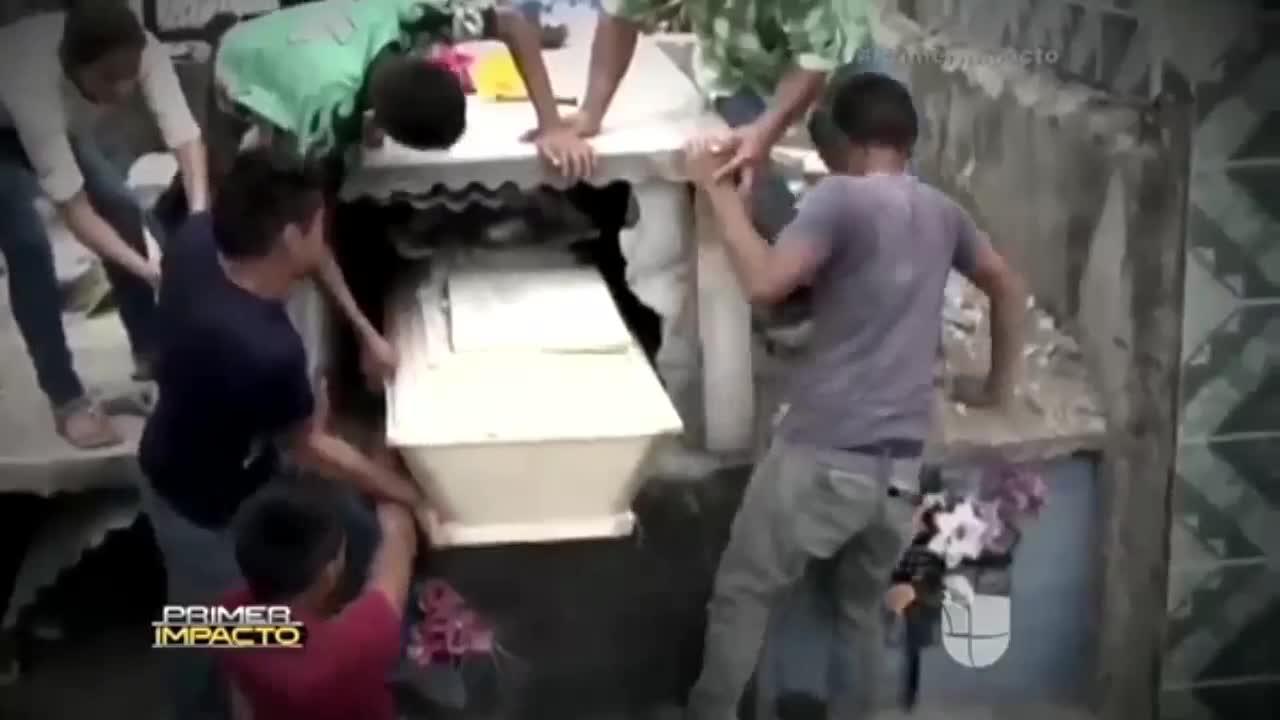 Una joven muere después de ser enterrada viva por error