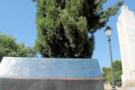 Cort esperará a la nueva ley de memoria histórica para derribar el monumento al 'Baleares'