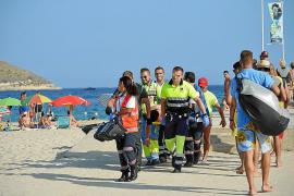 Un catamarán turístico abandona a un joven drogado en el pantalán de Magaluf