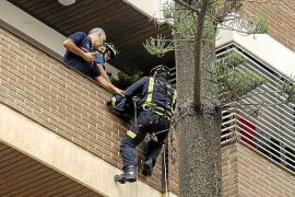 Los Bomberos rescatan a una mujer mayor que llevaba dos días herida en su casa en Eivissa