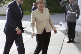 Rajoy asegura ante Merkel estar convencido de que el PP ganará las elecciones