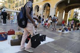 Cort ofrecerá formación a los vendedores ambulantes para facilitar su integración