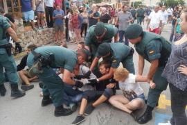 Una detenida en la protesta contra el 'correbou' de Fornalutx